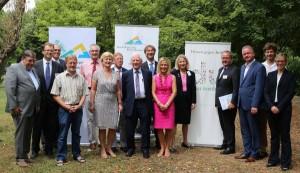 Gruppenfoto nach Pressekonferenz zur geplanten Schulimpfung